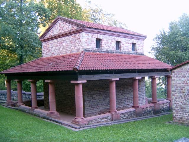 Der Temple von Tawern ist ein Beispiel für das römische Erbe der Region