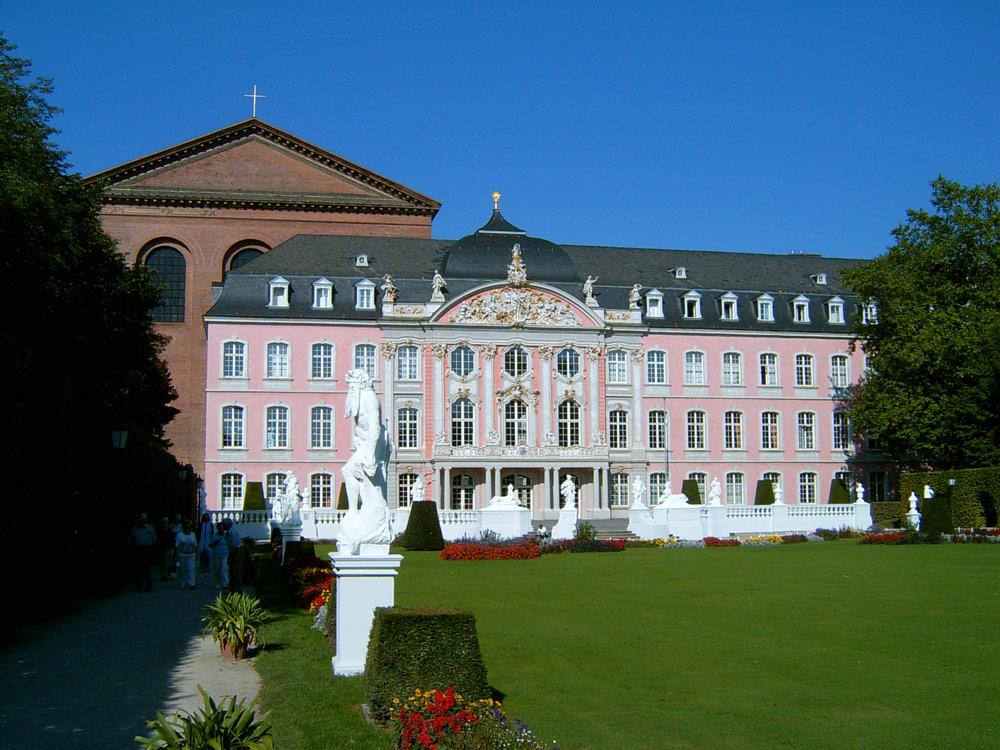 Kurfürstliches Palais und Basilika in Trier
