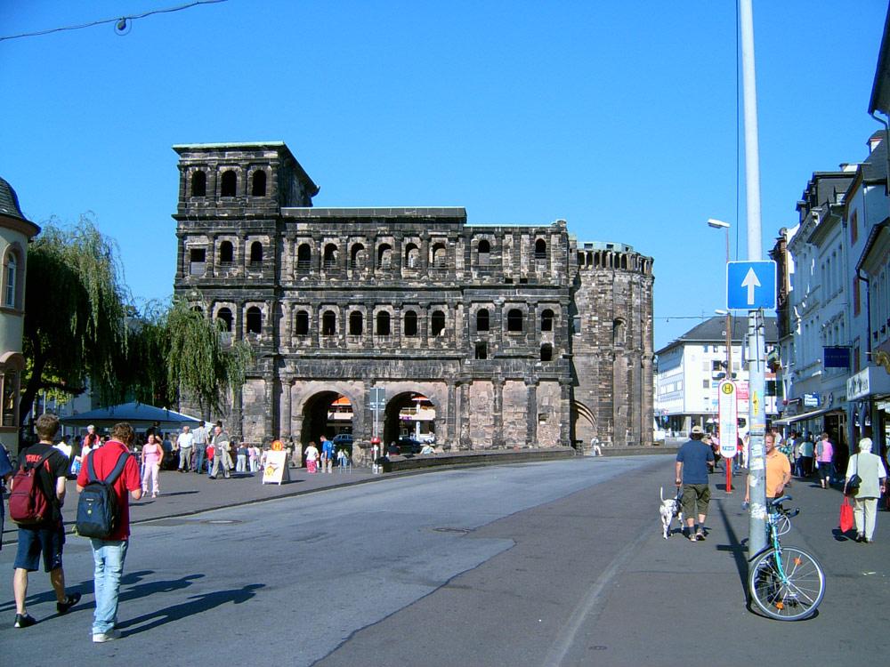 Die Porta Nigra - eines der Wahrzeichen von Trier